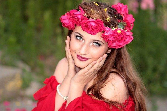 花冠を被った美人