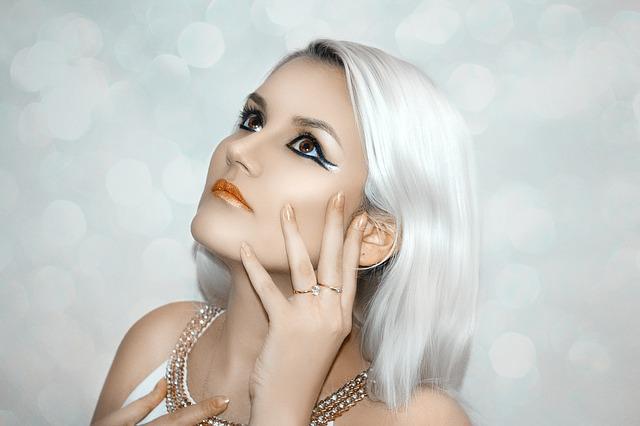 白髪の美女