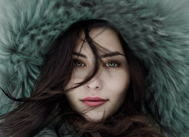 キレイな目をしている女性