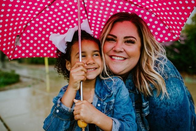 母と子供の画像