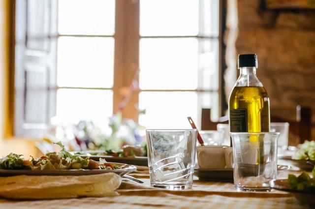 亜麻仁油とテーブル